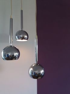 Unknown designer – Italian cascade pendant light with three chromed spheres, 1970s.