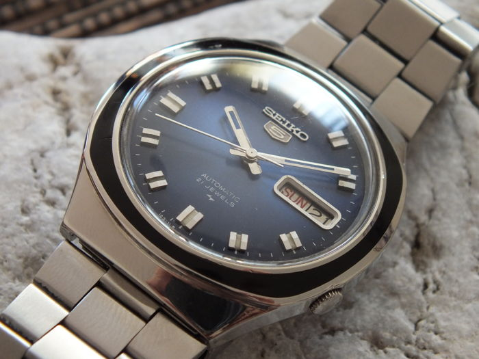SEIKO 5 Saxe Blue (7019-8090) - Men's Automatic Watch - Vintage 1976