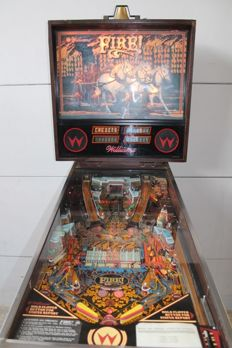 WILLIAMS FIRE Pinball machine in very nice condition