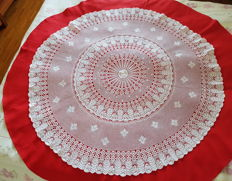 Round tablecloth, crocheted lace, with linen/cotton lining, Italy, about 1950