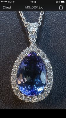White gold pendant, 6.55 grams, with 12.80 ct tanzanite, blue-violet colour, and diamonds, white D/G colour, VVS, for a total of 1.39 ct.