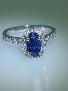White gold sapphire and diamond ring - size 55