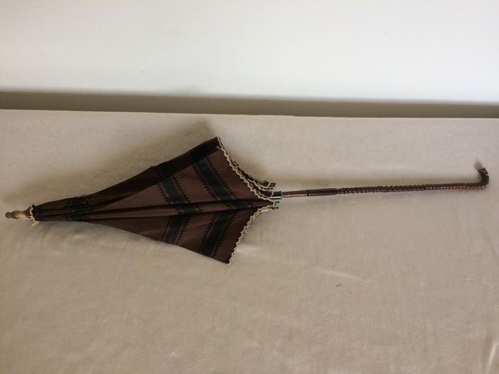 "Ladies parasol with distinct ""twisted"" shaped grip. France, late 19th century"