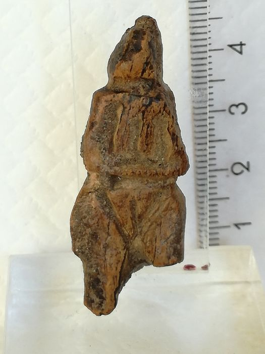 Neolithic fossilized bone idol / mother goddess –  43 x 16 mm