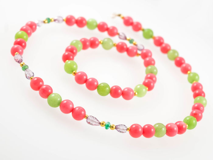 Pink coral and Jade necklace with Emeralds and Pink Topazes, 45 cm length, 18 kt gold clasp
