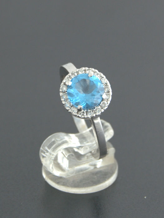 14kt white gold ring with 0,20ct Diamond and Topaz- size 17mm  ***No reserve price***