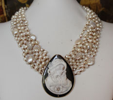 Necklace with 8 strands of pearls and cameo pendant signed by Confuorto.