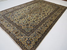 Dreamy, beautiful Persian carpet, Kashan / Iran, 300 x 197 cm, end of the 20th century, top quality, mint condition, clean