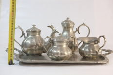 Tea set in 95% tin.