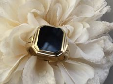 Vintage gold men's signet ring with onys