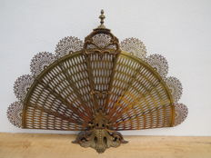 A beautifully detailed fan-shaped fireplace screen, made of bronze/brass, France, first half of 20th century