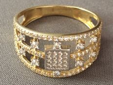 Gold 18 kt ring with colourless stones, 21 mm
