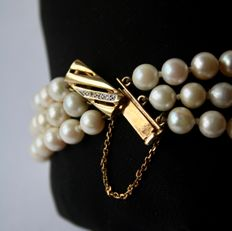3-row pearl bracelet with sea/salty Japanese Akoya pearls and Gold clasp with Diamond 0.10 ct. NO RESERVE.
