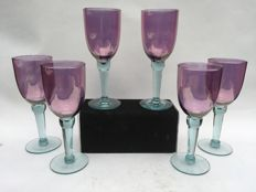 A set of 6 wine glasses