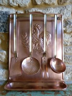 Copper spoon rack with four attributes