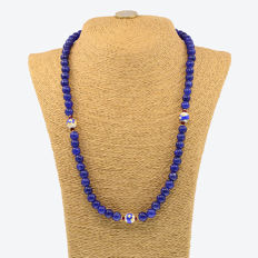 18k/750 yellow gold necklace with sapphires, rubies and porcelain beads - Length, 54 cm.