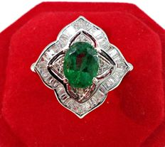 White gold ring (18 kt) with Emerald (1.20 ct) and Diamonds (1.90 ct)