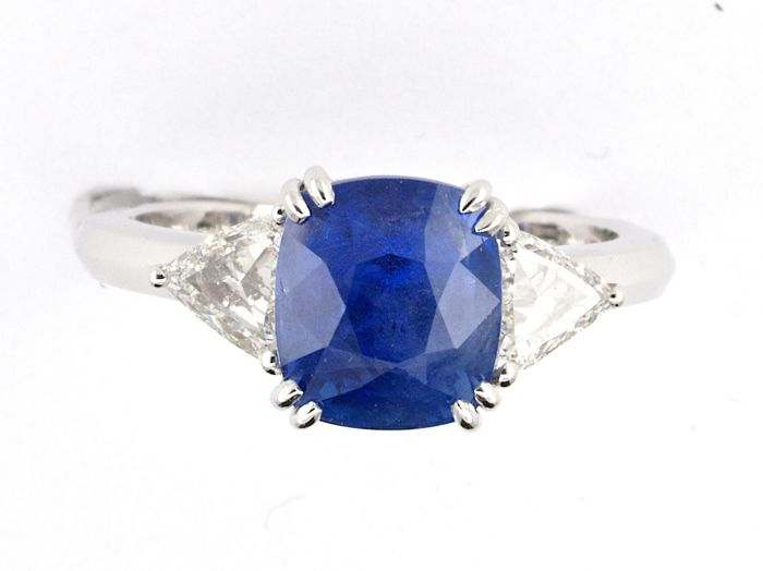 Very beautiful Ceylon sapphire ring 4.5 ct, unheated stone certificate from IGI Antwerp laboratory