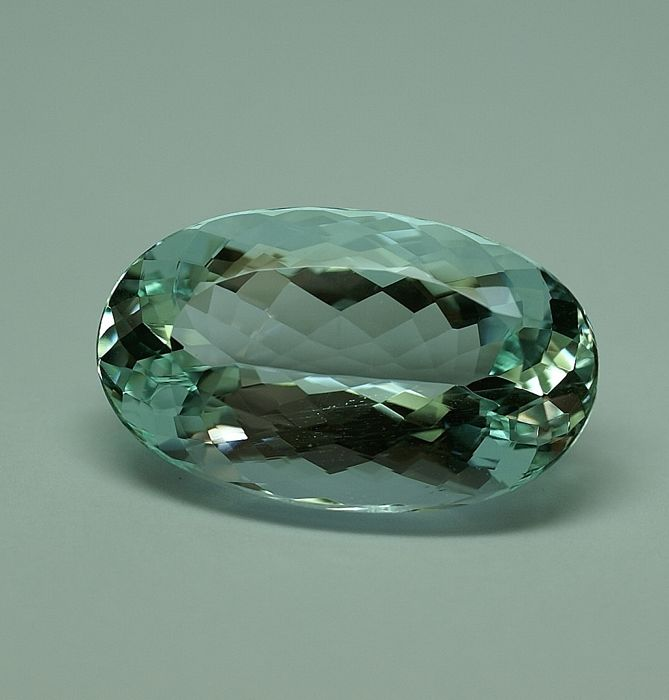 Aquamarine - green-blue – 27,63 ct