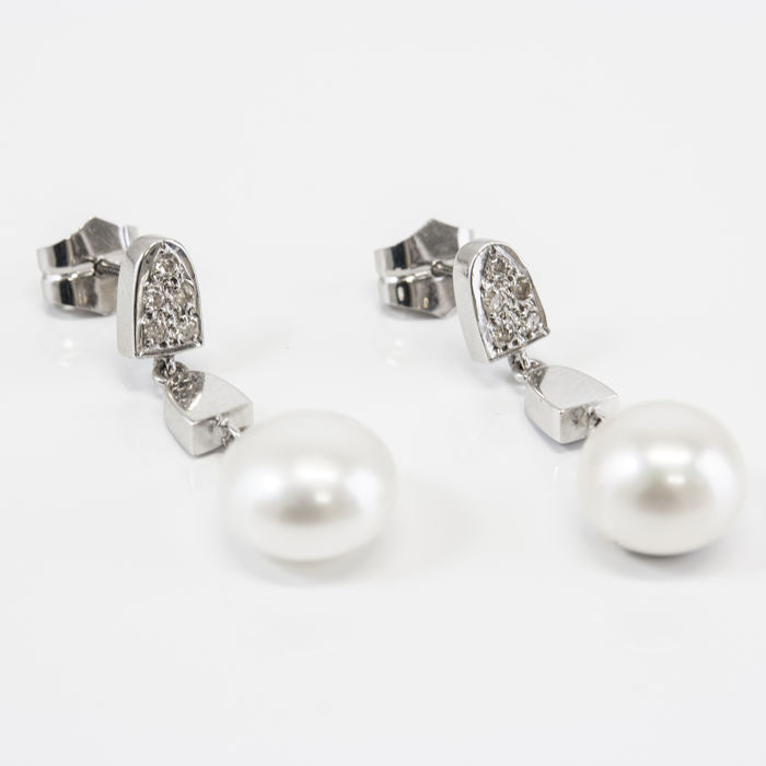 Earrings – Diamonds 0.15 ct – Fresh water pearls button shape ca. 10.45 mm
