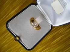 Ring from the early 1900s. 18 kt gold with round, antique-cut, very luminous diamond of approx. 1.25 ct.