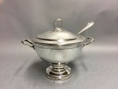 Beautiful silver plated tureen with cover and serving spoon, England, ca. 1920
