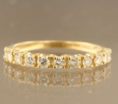 18 kt yellow gold channel ring set with 11 brilliant cut diamonds of approx. 0.55 ct in total, ring size 17.25 (54)
