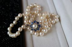 Antique Pearl necklace with natural sea/salty Japanese Akoya and an excellent luster with an elegant 14Kt. White-Gold clasp set with 8 blue Sapphire Navettes for approx 0.72ct in exquisite condition