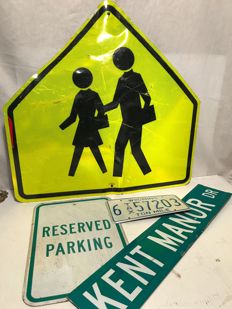 3 original street signs from the USA plus License plate USA - Crossing, Reserved Parking, Kent Manor Drive, Wyoming