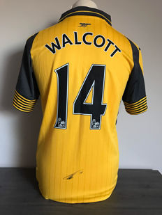 Theo Walcott Arsenal away shirt 16-17 with photo of the signing moment and certificate of authenticity