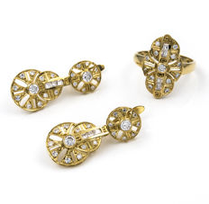 Set composed of ring and earrings in 18 kt (750/1000) yellow gold with zircons – Diameter: 18.30 mm (approx.) – Earring height: 30.40 mm (approx.)