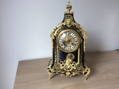 Boulle clock with brass inlay and enamelled cartouches – 2nd half 19th century
