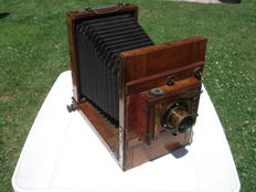 Antique wooden travel camera, approx. 1915, well preserved, brass optics