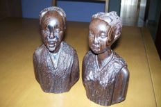 Pair of African statues in black-wood representing a couple. Circa 1960 - Angola.