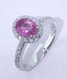 Ring with pink sapphire 1.00 ct and 30 brilliant cut diamonds  *** NO RESERVE PRICE