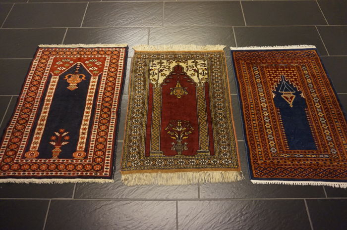 Three hand-knotted Persian carpets, Pakistan Bukhara set, 60 x 90 cm, 61 x 83 cm, 60 x 90 cm, made in Pakistan, rug, oriental