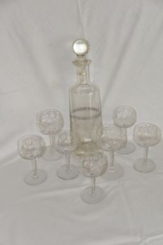 Decanter with seven crystals glasses, etched.