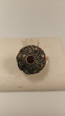 Ring from the 1950s in 14 kt gold with diamond and rubies