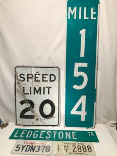 3 original street signs from the USA plus 2 x license plate USA - Speed Limit 20, Mile Marker 154, Ledgestone Trail, California, Wyoming