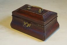 George II rosewood tea caddy, in (rare) original condition - England - 1750/1760