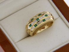 Ring of high quality jewellery of 18 ct with emeralds and diamonds.