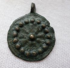 Early medieval Viking bronze discoid Astrological Sun pendant - 27 mm