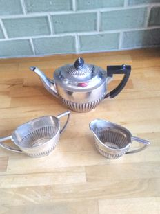 Walker and Hall silver plate three piece tea set. wooden handle on tea pot., circa early 1900's, Sheffield , UK