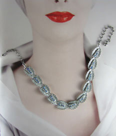Vintage (1970s) - Silver tone Modernist Necklace with flexible links and AB details