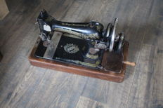 Singer 15K sewing machine in wooden case - 1915