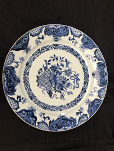 Blue white porcelain plate – China – 18th century