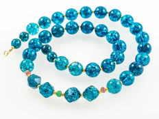 Kyanite quartz necklace with Sapphires and Emerald, length 47 cm, 18 kt gold clasp
