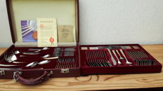 Solingen - Germany - 70-piece, complete cutlery in cutlery case - 24 carat gold plated
