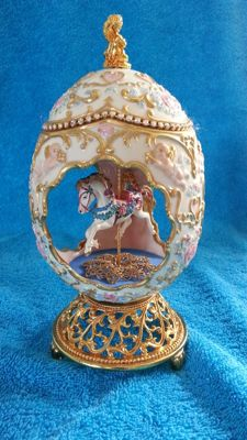 Large carousel musical egg, 24 k gp metal,- porselein, swarovski crystals