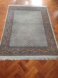 Hand-knotted Indo-Mir carpet, 200 x 145 cm.